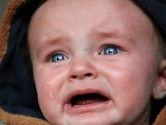 dziecko płacze - kolka niemowlęca