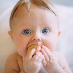 Zakrztuszenie niemowlaka. Jak reagować?