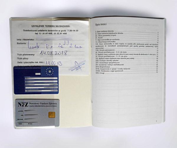Okładka książeczki zdrowia dziecka - środek, zakładka na karty i recepty