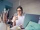 kobieta w biurze - macierzyński na działalności gospodarczej
